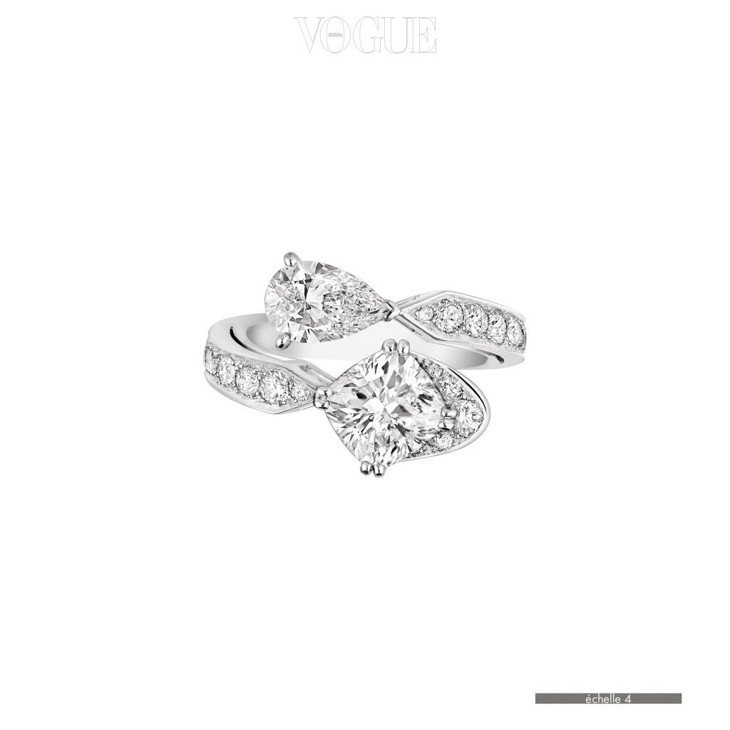'너와 나' 반지에서 영감을 받아 다이아몬드로만 제작된 조세핀 컬렉션의 에클라 플로럴 라인.