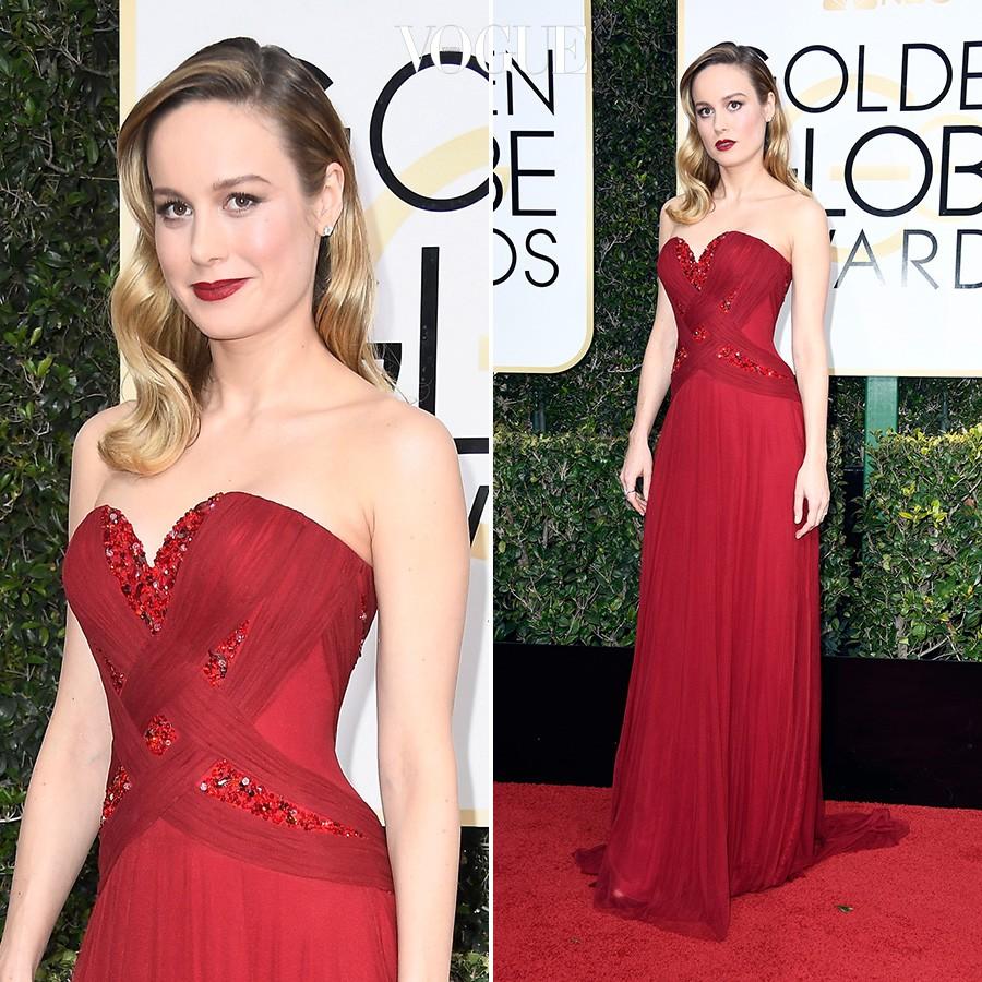 로다테의 붉은 드레스를 멋지게 소화해낸 브리 라슨