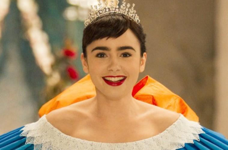 Mirror-Mirror-Snow-White-Wearing-Crown