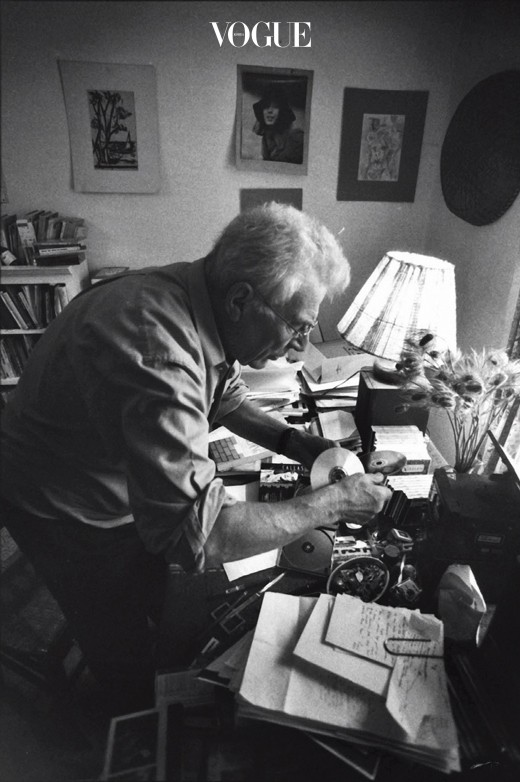 John Berger_1998_Quincy office_photo by Jean Mohr