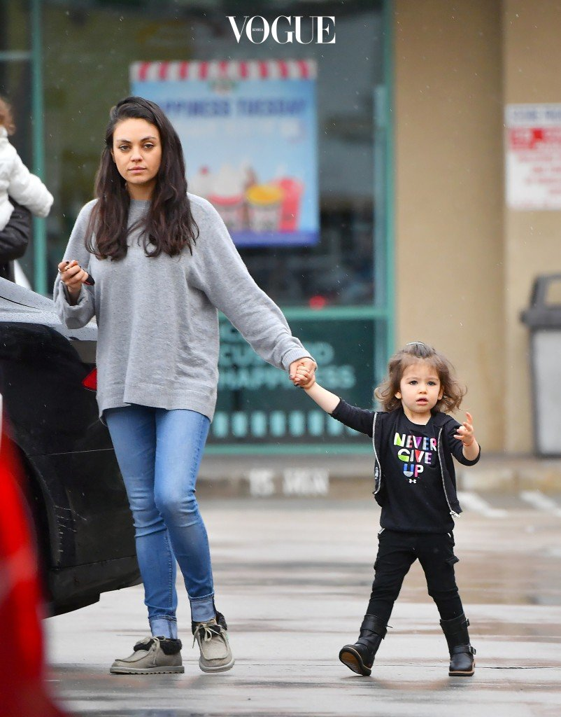 EXCLUSIVE: Mila Kunis and her daughter Wyatt enjoy a girls' day out as they leave a nail salon in Studio City. The two enjoyed a spa day in the rain before heading back home Pictured: Mila Kunis, Wyatt Kutcher Ref: SPL1418235  100117   EXCLUSIVE Picture by: Fern / Splash News Splash News and Pictures Los Angeles:310-821-2666 New York:212-619-2666 London:870-934-2666 photodesk@splashnews.com
