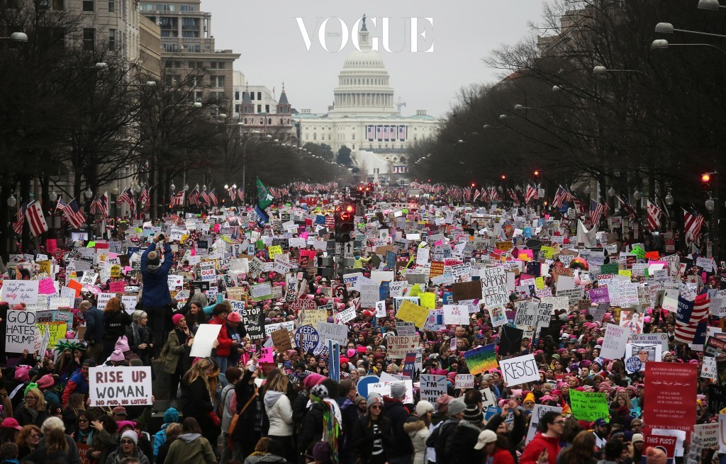 백악관이 있는 워싱턴 D.C.를 시작으로, 미국 대도시와 유럽 전역, 지구 반대편인 오스트레일리아에 이르기까지 거대한 분홍색 흐름이 거리 곳곳을 뒤덮인 것이죠.