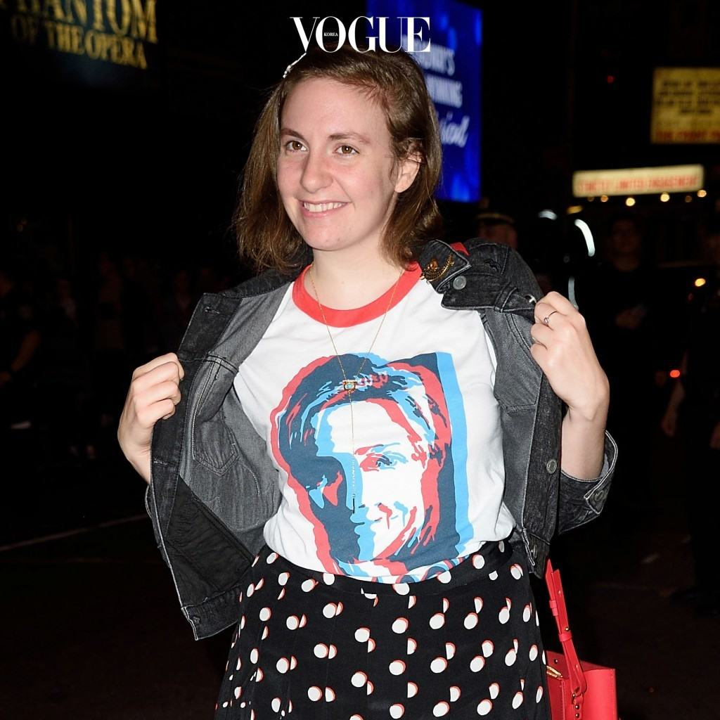 그리고 이런 움직임은 클린턴이 당선되지 않고 트럼프가 당선된 후 더욱 극에 달하게 되었습니다. 백인우월주의와 여성혐오를 내세운 미국 대통령이 전세계에 어떤 영향을 드리울지 가만히 보고만 있을 수는 없었기 때문이죠. 레나 던햄 Lena Dunham