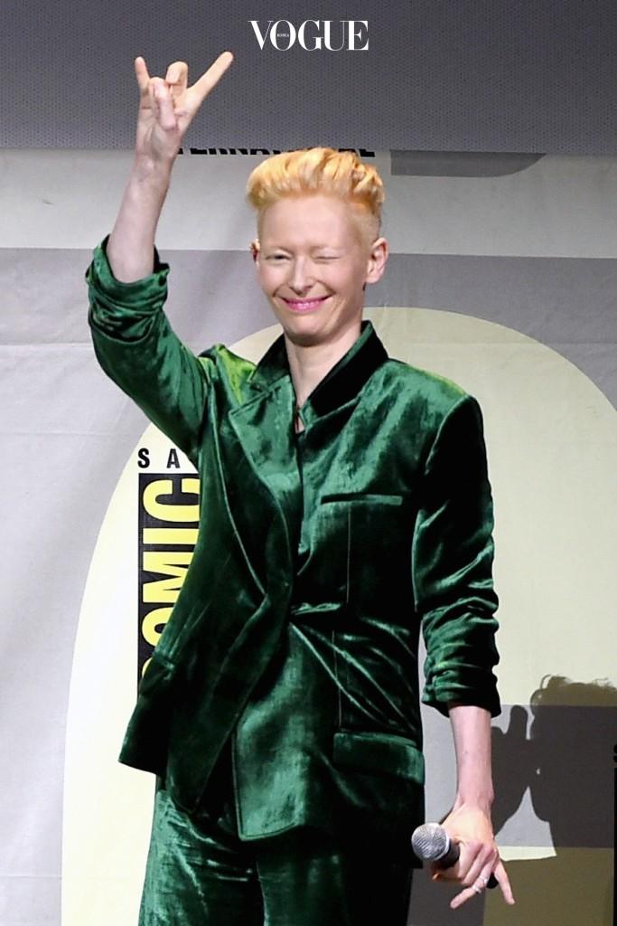 여자들에게 환호받는 '걸크러쉬'와 '쎈언니' 룩 또한 페미니즘 패션에서 뻗어 나왔다고 해도 과언이 아니죠. 틸다 스윈튼 Tilda Swinton