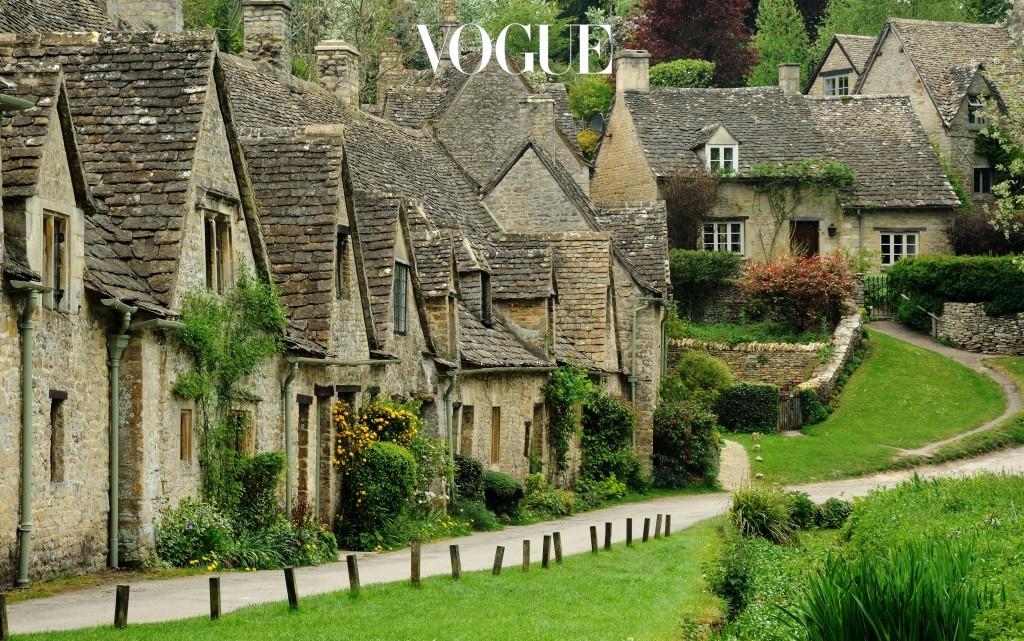 바이버리 Bibury, ENGLAND 영국 런던 근교에 위치한 코츠월드의 작은 시골. 예술가 윌리엄 모리스가 영국에서 가장 아름다운 마을이라 극찬하며 정착한 곳. 마을 전체를 둘러싼 초록의 싱그러움과 건물을 타고 올라간 담쟁이 등 조용하고 잔잔한 슬로우 라이프를 선호하는 이들에게 제격이다.