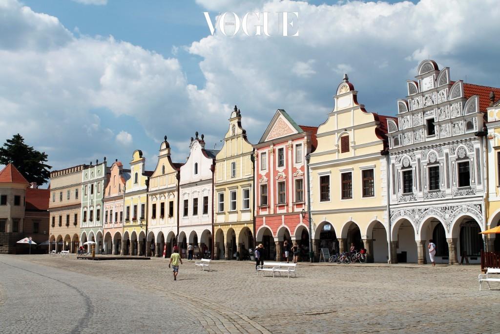 텔치 Telč, CZECH REPUBLIC 체코 남동부에 위치한 역사 도시. 유네스코 세계유산에 지정된 소소하고 조용한 마을이지만, 르네상스 시대의 뛰어난 건축물과 예술의 집합체로 거리 곳곳이 그림 풍경 같다. 알록달록한 파스텔톤 건물들이 줄 지어 서있는 광장이 대표.