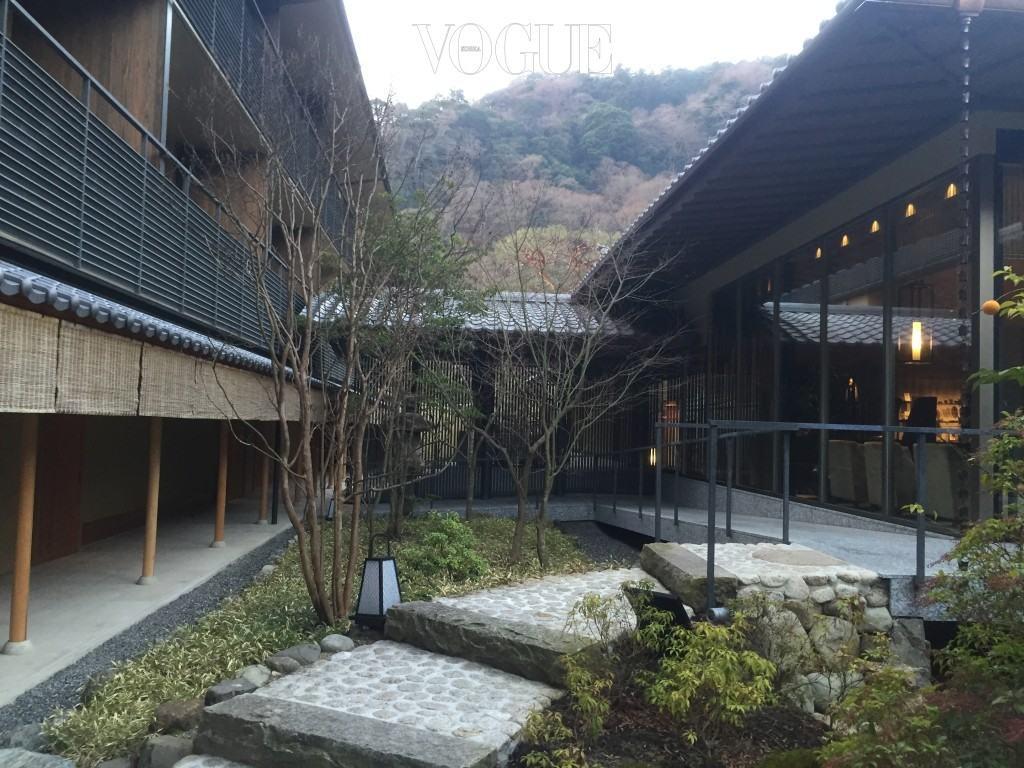 수이란의 정적이고 상큼한 아침. 객실에서 레스토랑으로 가는 짧은 길목에서도 드라마틱한 풍경을 만날 수 있다.