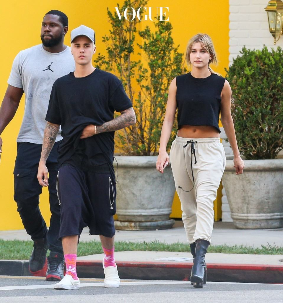 Justin Bieber and Hailey Baldwin walk around Beverly Hills Wednesday afternoon. Pictured: justin bieber, hailey baldwin Ref: SPL1145787  071015   Picture by: Splash News Splash News and Pictures Los Angeles:310-821-2666 New York:212-619-2666 London: 870-934-2666 photodesk@splashnews.com