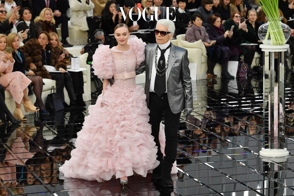 샤넬 오뜨 꾸뛰르 17Spring을 비롯해 공방 컬렉션(Metiers d'Art) 2016/17에는 모델로 등장하며 칼 라거펠트의 메인 뮤즈로 떠오른 그녀.