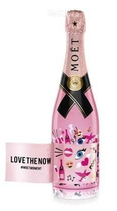 모엣&샹동에서 'Love The Now' 리미티드 에디션이 나왔어요. 안에 들어 있는 스티커를 이용해 '사랑'을 전달 할 수 있는 아이템이랍니다. 750ml 9만원대.