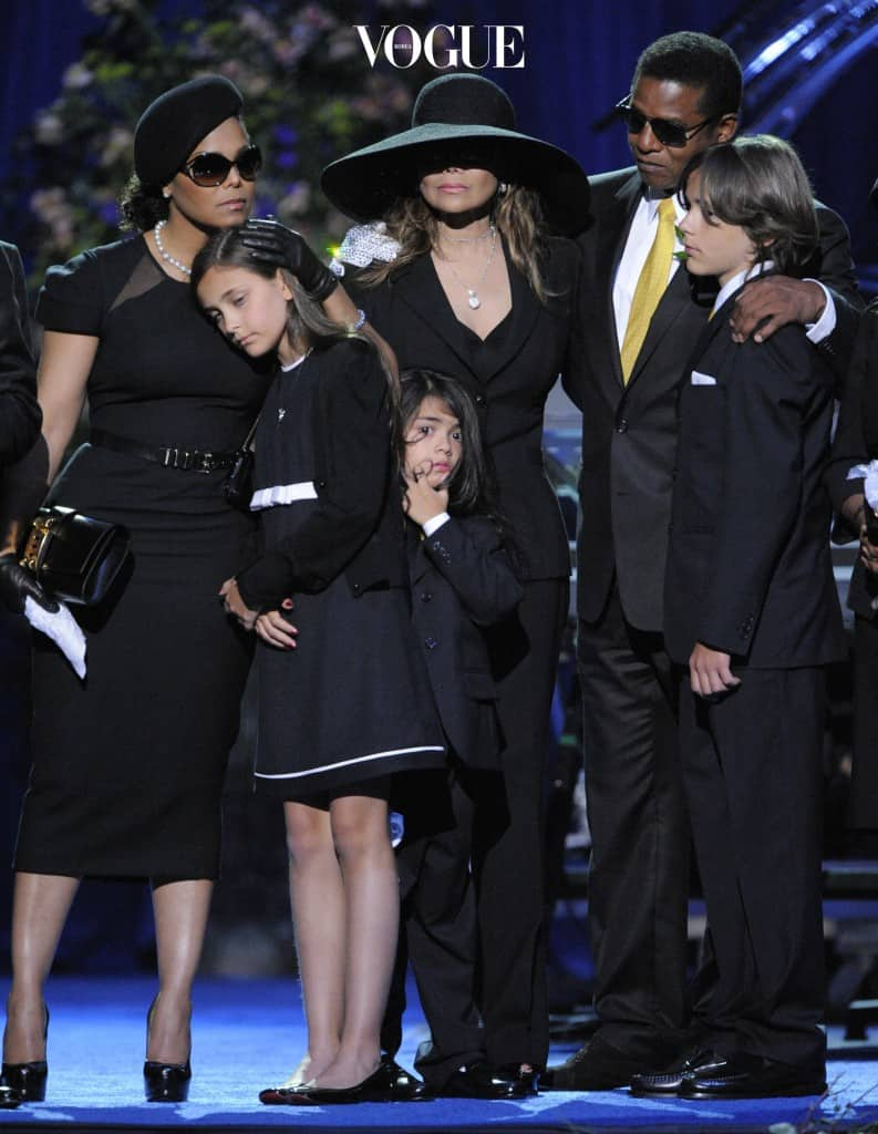 LOS ANGELES, CA - JULY 07:  (L-R) Singer Janet Jackson, Paris Jackson, Prince Michael II, La Toya Jackson, Jackie Jackson and Prince Michael I on stage at the Michael Jackson public memorial service held at Staples Center on July 7, 2009 in Los Angeles, California. Jackson, the iconic pop star, died at the age of 50 at UCLA Medical Center after going into cardiac arrest at his rented home on June 25 in Los Angeles. (Photo by Mark Terrill-Pool/Getty Images)