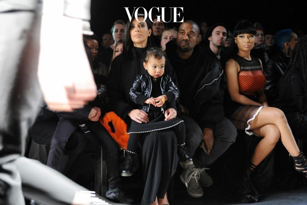 시선을 강탈하는 뉴 베이비 스타들! 그 중심엔 킴 카다시안(Kim Kardashian)과 카니예 웨스트(Kanye West)의 딸 노스 웨스트(North West)가 있습니다.