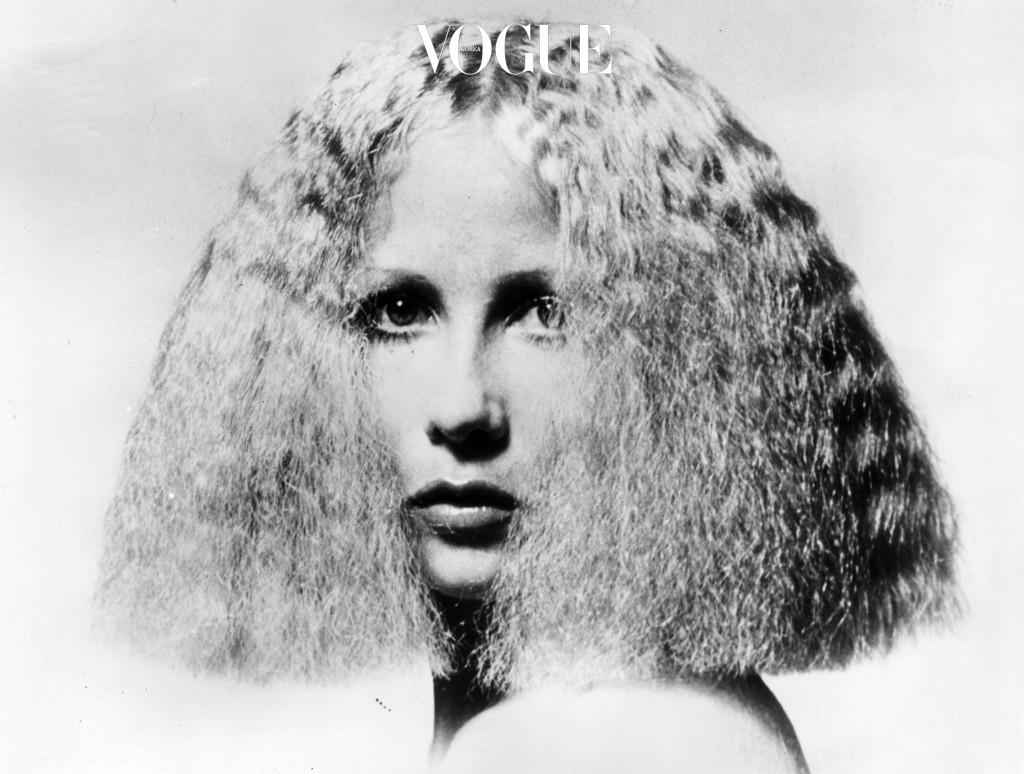 머리카락으로 한껏 가린 '얼굴 소멸' 기술을 시전하는 데에도 한계가 있고 (바람 불면 게임 끝남)