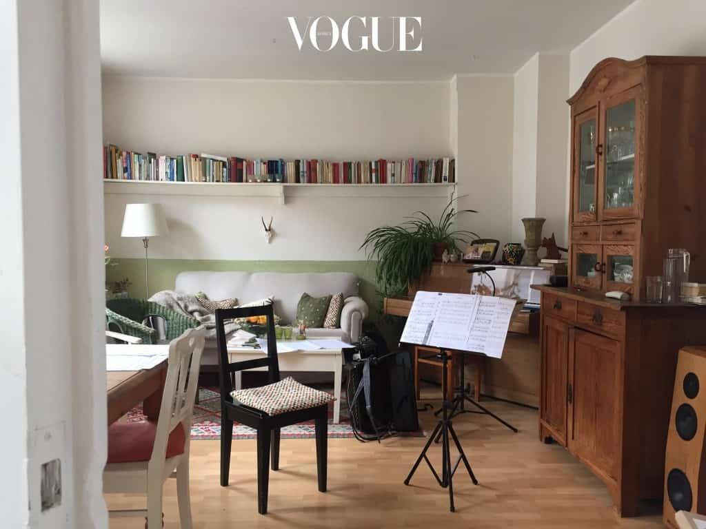 알토나에 머무는 동안 오래된 플랫에 위치한 에어비앤비에 묵었다. 피아노와 멜로디온, 아코디언과 여기저기 널린 악보들이 음악을 사랑하는 여주인의 취향을 정겹게 전해준다. 집주인 Birgid 는 이곳에서 25년을 살았다고 한다.