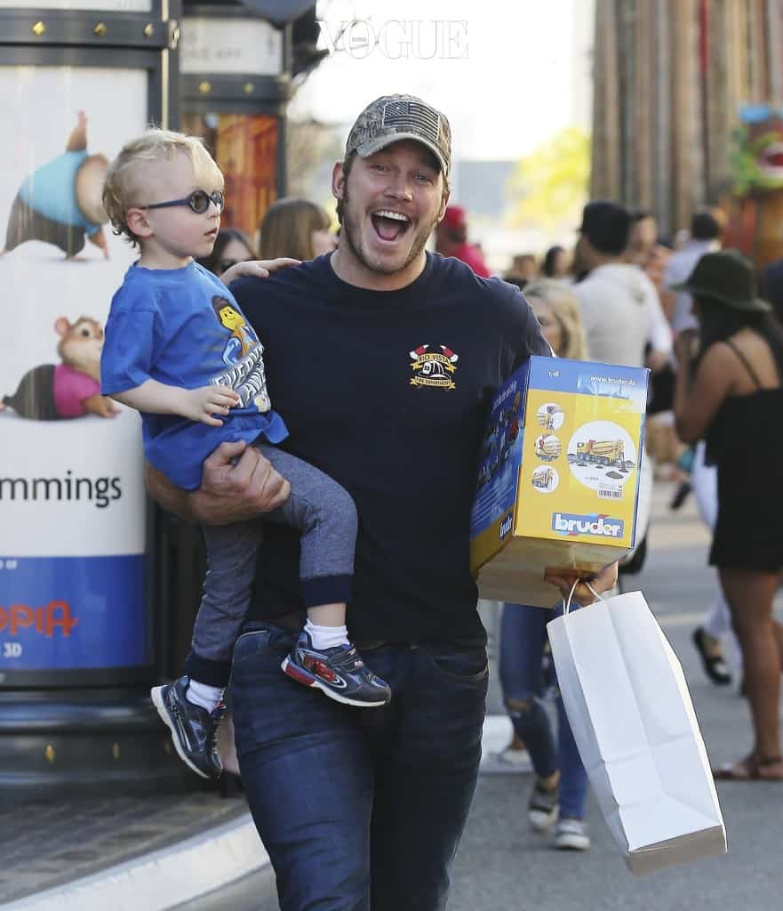Chris Pratt is seen in good spirits whilst shopping for toys at Kip's Toyland with his son Jack at The Grove's Farmers Market in West Hollywood, California. Pictured: Chris Pratt, Jack Pratt Ref: SPL1232476  210216   Picture by: Splash News Splash News and Pictures Los Angeles:310-821-2666 New York:212-619-2666 London:870-934-2666 photodesk@splashnews.com
