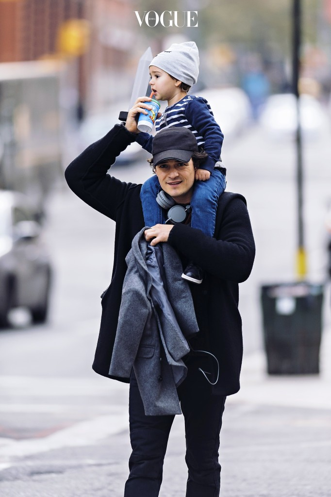 Actor Orlando Bloom's son Flynn spotted holding onto a sword while sitting on his father's shoulders in the Tribeca neighborhood of NYC. Pictured: Orlando Bloom and Flynn Bloom Ref: SPL651957  151113   Picture by: Jason Webber / Splash News Splash News and Pictures Los Angeles:310-821-2666 New York:212-619-2666 London:870-934-2666 photodesk@splashnews.com