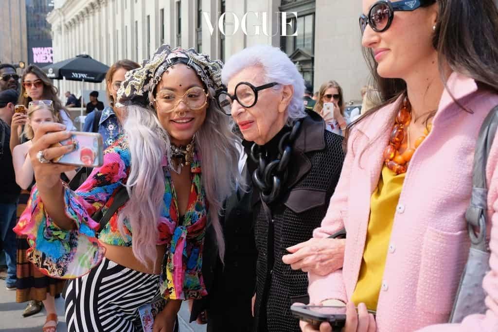 하지만, 패션에 관심있는 사람이라면 다 알만한 이런 굉장한 인물들은 사실 공감의 대상이 되기에는 너무 거리감이 있는 게 사실입니다.
