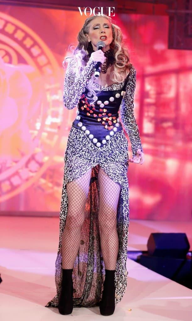 가수와 배우, 발레 댄서로도 유명한 에블린 홀이 그 주인공.