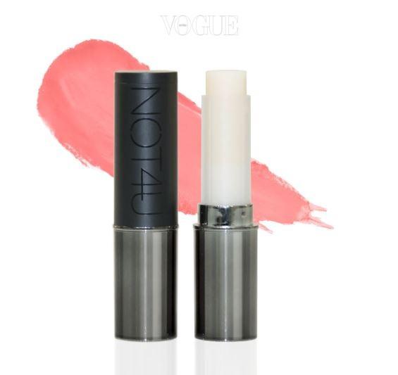 낫포유의 '키스 밤' 역시 비슷한 콘셉트의 제품이랍니다. 립밤의 기본기인 보습에 가장 충실했음은 물론 남자 입술에 발라도 전혀 어색하지 않은 자연스러운 발색, 키스를 부르는 달콤한 향까지 더해 온라인에서 불티나게 팔려나가고 있다고 하네요.