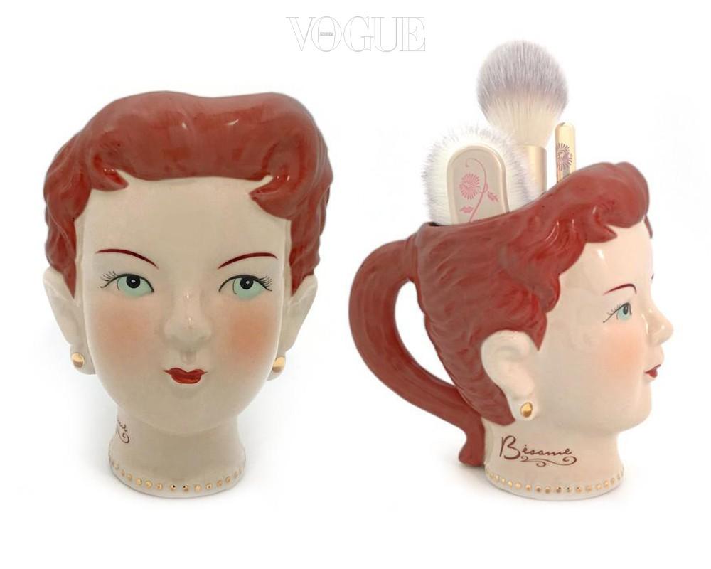 소녀 얼굴 모양의 '브러시 홀더' 역시 선물하기 좋은 아이템, 20달러.