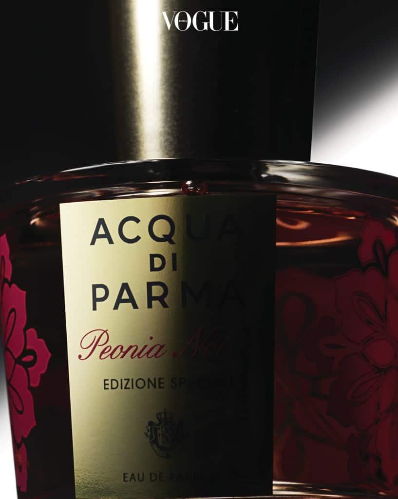 아쿠아 디 파르마 Acqua di Parma'2017 피오니아 노빌레 스페셜 에디션'. 만개한 작약을 아르데코 보석처럼 화려한 디테일로 디자인했다.