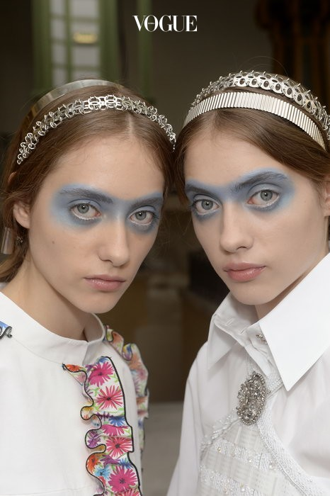 2016 S/S Chanel  칼 라거펠트의 마음을 사로잡은 신비한 두 소녀.