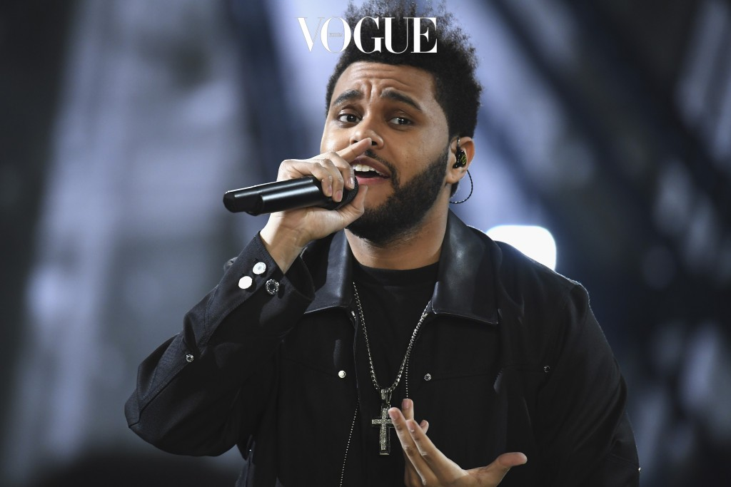 PARIS, FRANCE - NOVEMBER 30:  Weeknd performs during the runway at the Victoria's Secret Fashion Show on November 30, 2016 in Paris, France.  (Photo by Pascal Le Segretain/Getty Images for Victoria's Secret)