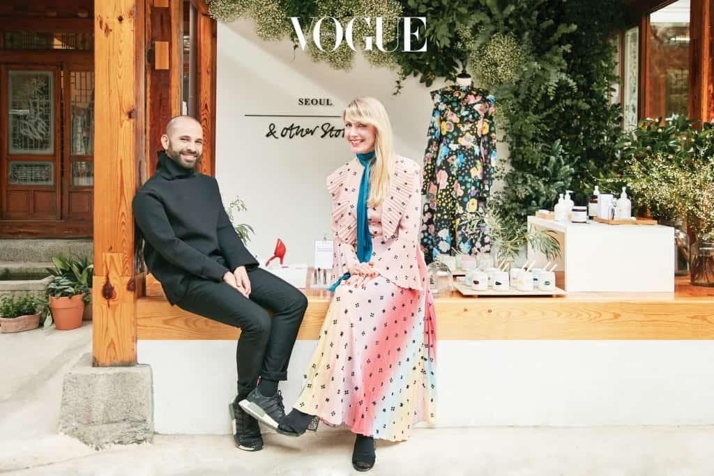 왼쪽은 액세서리 디자이너 루카 라 로카, 오른쪽은 크리에이티브 디렉터 캐롤라인 뷔욕홀름.