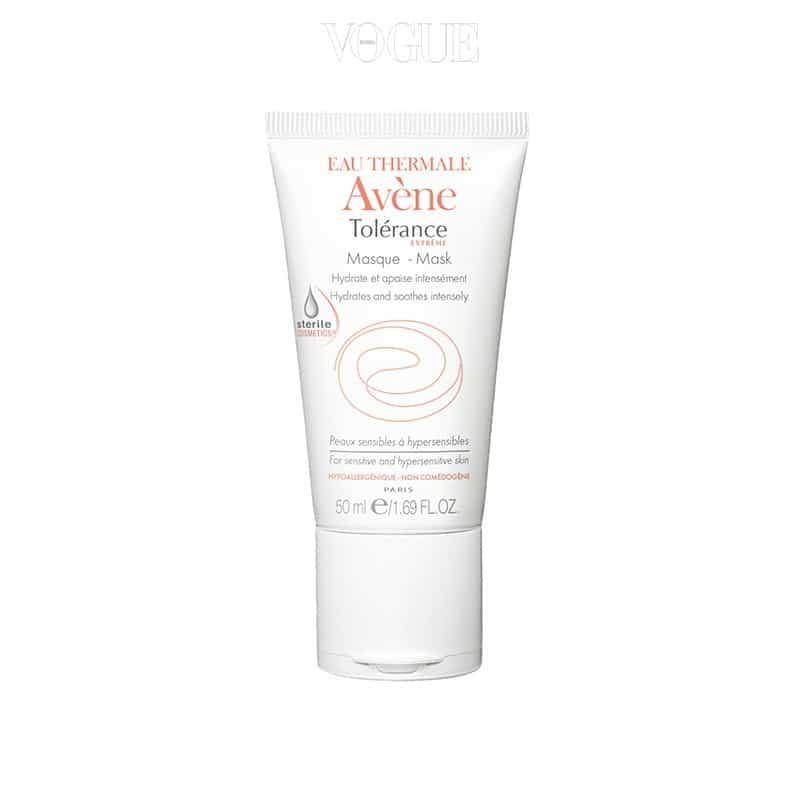 피부과 시술 등으로 민감해진 피부에 추천. 피부 유수분막과 흡사한 단 7개의 성분만으로 구성된 티슈 오프 타입의 마스크에요. 수면팩으로도 사용할 수 있어요. 50ml, 3만7천원.