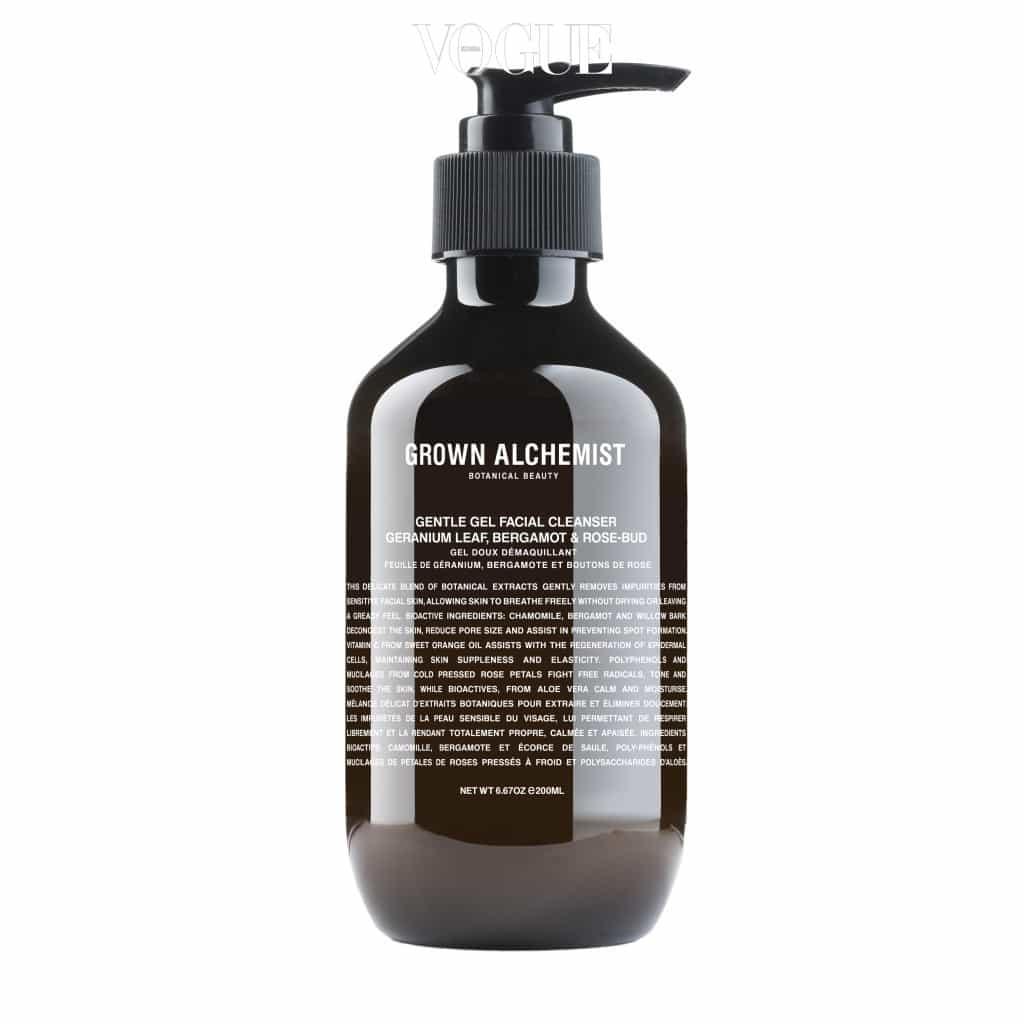 버드나무 껍질에서 추출한 BHA 성분이 함유된 포밍 클렌저로 피부 노폐물을 제거하고 유수분 밸런스를 맞춰 건강하게 가꿔줘요. 매우 부드럽고 조밀한 거품이 일어 아침 세안에도 그만이죠. 200ml 4만8천원.