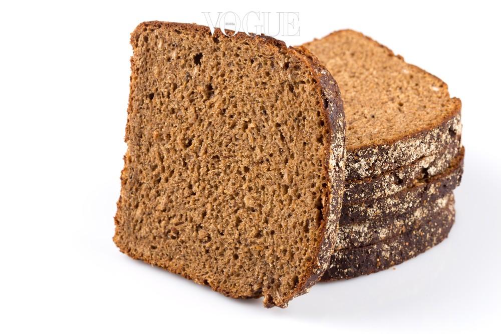 '빵순이'에게 빵을 먹지 말라 하니 견디기 힘들다고요? 그렇다면 100% 발효 호밀빵 한 조각을 허락합니다! 소화가 더딘데다 포만감을 주기 때문에 밥을 덜먹게 되는 효과도 있죠.