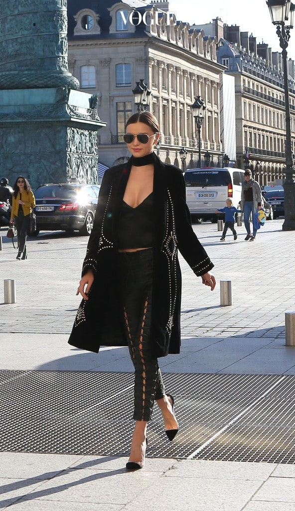 Miranda Kerr in Paris during paris fashion week Paris,October 04 th 2016 Ref: SPL1367895  041016   Picture by: KCS Presse / Splash News Splash News and Pictures Los Angeles:310-821-2666 New York:212-619-2666 London:870-934-2666 photodesk@splashnews.com