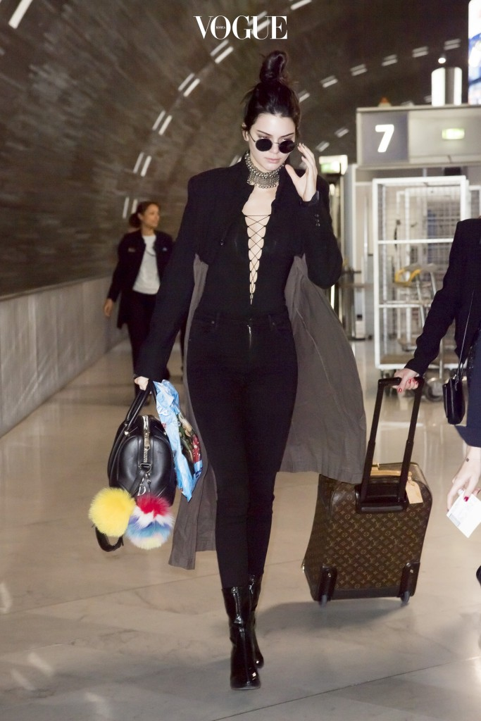 Kendall Jenner arrives at Paris Charles de Gaulle Airport in Paris. 4/21/2016 Pictured: Kendall Jenner Ref: SPL1268036  210416   Picture by: KCS Presse / Splash News Splash News and Pictures Los Angeles:310-821-2666 New York:212-619-2666 London:870-934-2666 photodesk@splashnews.com