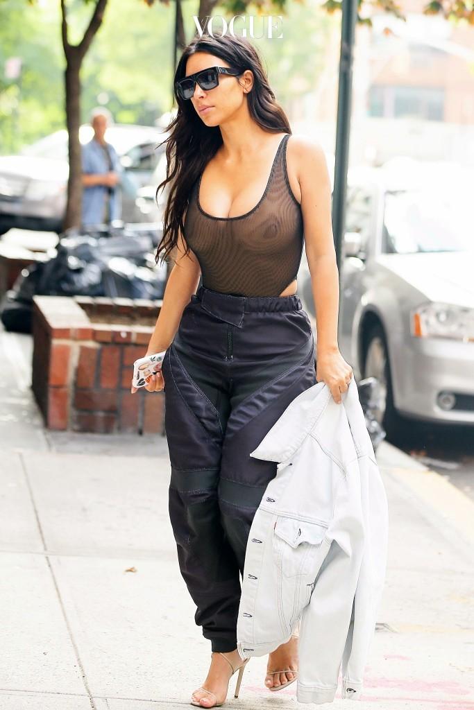 이에 대한 해답을 찾았습니다. 역시 스타들의 파파라치 컷에서 말이죠. 킴 카다시안 Kim Kardashian