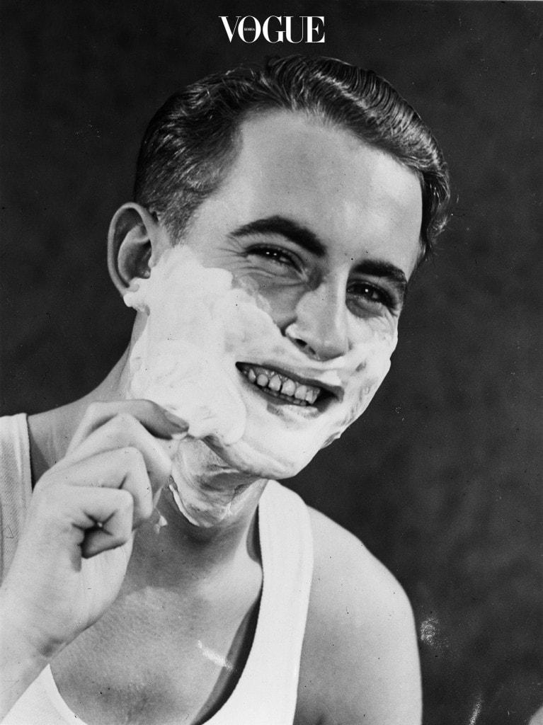 어렸을 적 아빠가 쓰는 면도 크림을 가져다가 장난쳐본 적, 다들 한 번 쯤은 있을 겁니다.  휘핑크림처럼 쫀득하고, 생크림처럼 부드러운 그 촉감때문이죠!