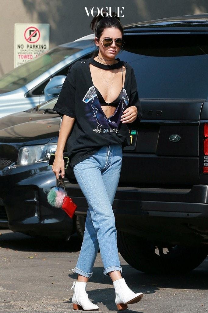 속 시원하게 속옷을 노출하는 건 이제 애교에 불과합니다. 켄달 제너 Kendall Jenner