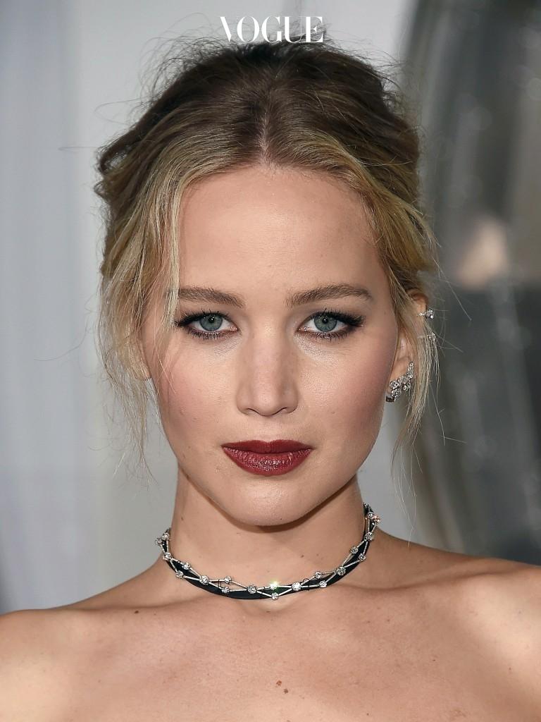 귀걸이를 한 것이 안 한 것에 비해 1.5배 예뻐 보인다는 이야기가 공식처럼 널리 퍼졌기 때문이죠.  Jennifer Lawrence