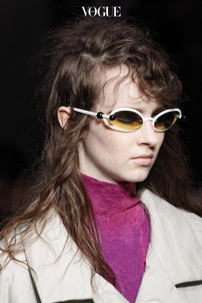 마르니(Marni) 2017 F/W 컬렉션에서는 테가 조금 두꺼워진 형태의 싸이파이 선글라스가 등장했고요.