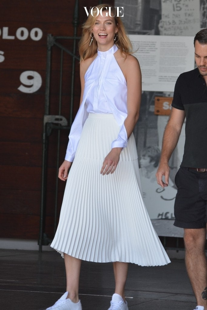 Model Karlie Kloss looks stunning in an all white ensemble during a photoshoot in Woolloomooloo, Sydney. Pictured: Karlie Kloss Ref: SPL1407600  111216   Picture by: Splash News Splash News and Pictures Los Angeles:310-821-2666 New York:212-619-2666 London:870-934-2666 photodesk@splashnews.com