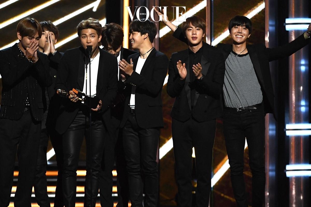 """Ë°©íƒ""""소년단 Bts ˹Œë³´ë""""œ Ë®¤ì§ ̖´ì›Œë""""œ ̈˜ìƒ ˳´ê·¸ ̽""""리아 Vogue Korea"""