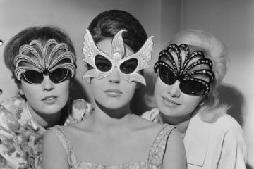 이런 긴급 상황에, 손에 쥔 것이 선글라스와 데오드란트 뿐이라면 낭패가 아닐 수 없겠죠.