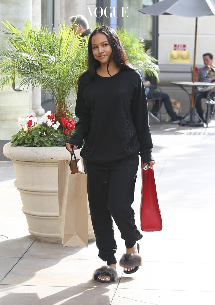 Karrueche Tran carries a red Gucci purse whilst shopping at Kiehl's and Nike at The Grove in West Hollywood, California Pictured: Karrueche Tran Ref: SPL1409839  121216   Picture by: Splash News Splash News and Pictures Los Angeles:310-821-2666 New York:212-619-2666 London:870-934-2666 photodesk@splashnews.com