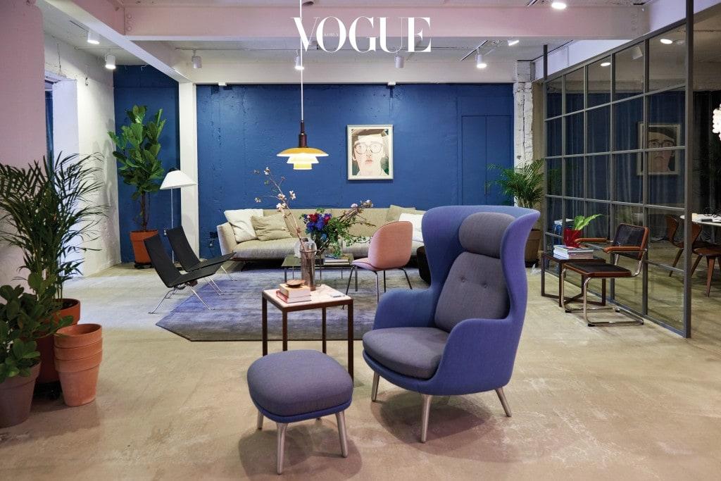 더 멘션의 공간은 '취향 있는 집'을 연상케 한다. 가구, 플라워, 패션, 식음료, 음악 등 집을 구성하는 모든 요소가 조화를 이루며 자리한다. 쇼핑이 목적이 아니라도, 조경이 아름다운 테라스에서 시원한 음료를 즐겨도 좋다.