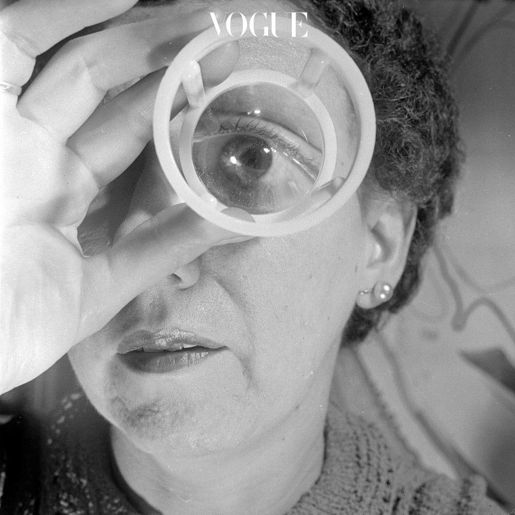 그 주인공은 바로 '렌즈'! 시력 교정용으로만 생각했던 렌즈가 어느새 눈을 아름답게 밝혀주는 히든카드로 떠오른 겁니다.