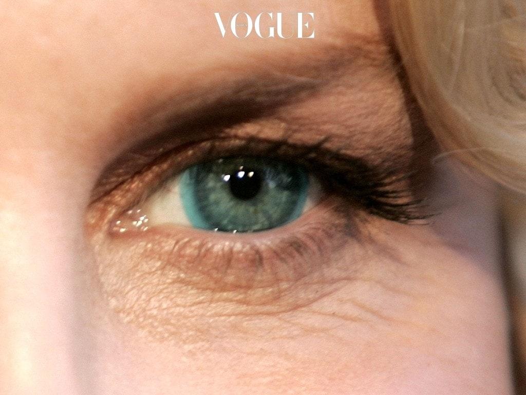 눈동자를 짙고 크게 만들어주는 서클 렌즈를 지나 반짝임을 더한 눈물 렌즈, 피어싱 렌즈를 거쳐 콘택트 렌즈에 색을 입힌 '컬러 렌즈'까지!