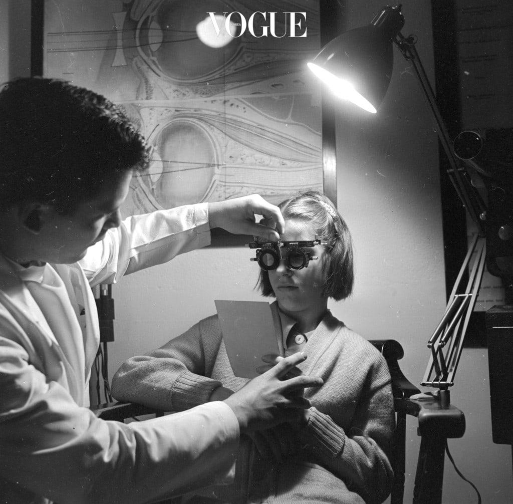 ✔ 구입 전 안과에서 눈 검사를 받는다. ✔ 제품에 기재된 유효기간을 확인한다. ✔ 가급적 반나절 이상 착용하지 않는다. ✔ 눈물이 나거나 통증, 충혈이 생기면 즉시 뺀다.