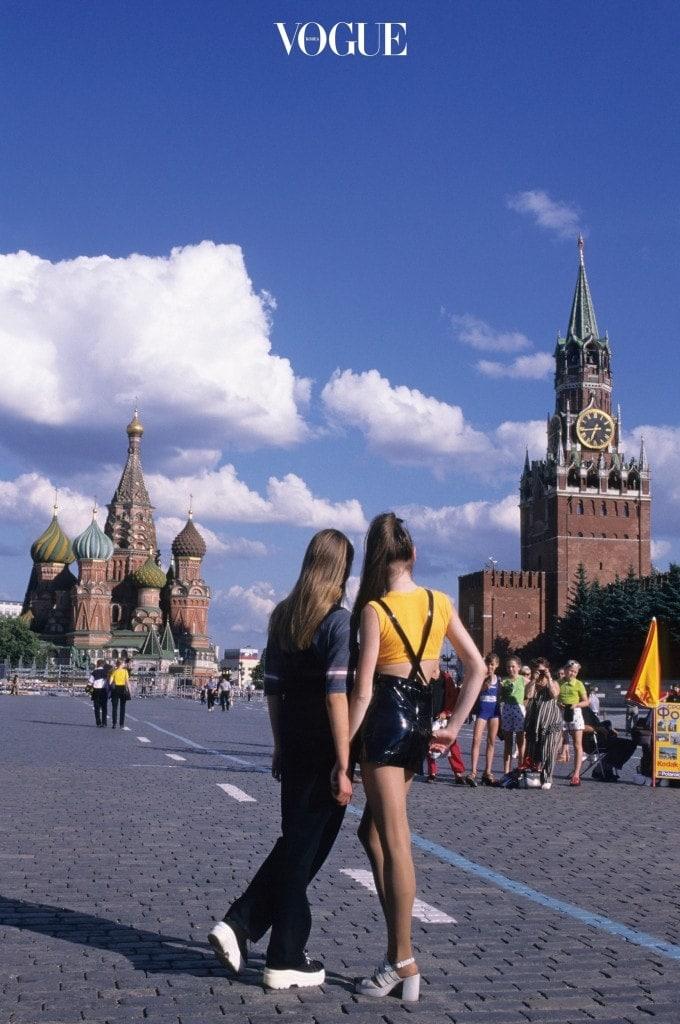 1998년 붉은 광장에서 촬영한 모스크바의 젊은 패션.