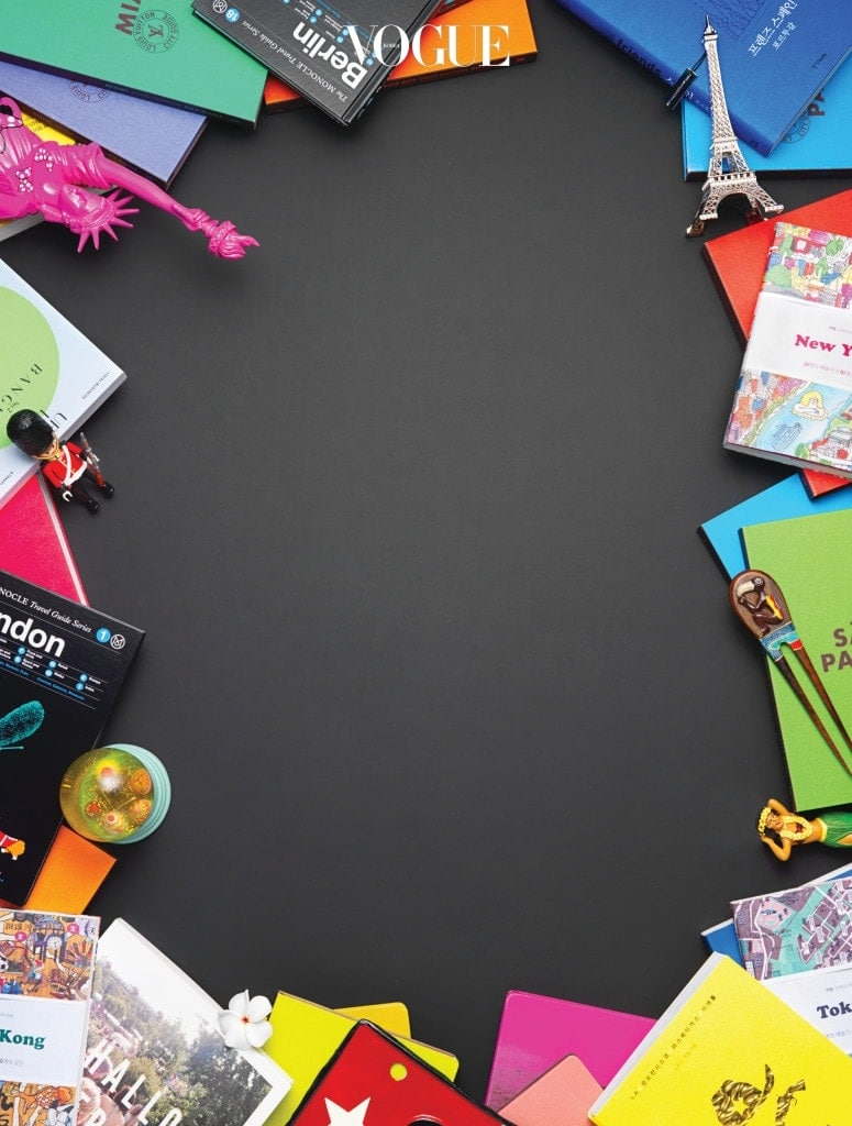 도시별 시티 가이드북은 루이 비통(Louis Vuitton), 미니 마우스가 사랑스러운 핑크색 자유의 여신상과 실버 에펠탑은 메르시 구스타브(Merci Gustave).