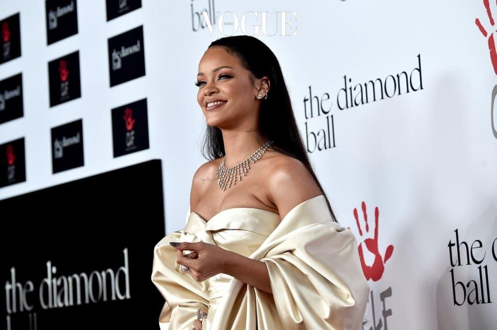 2014년에는 '다이아몬드볼' 행사를 열었다. 그녀는 지난 2012년 자신의 조부모를 기리기 위한 '클라라 리오넬 재단'을 설립, 사회적 약자를 지원하기 위한 자선 패션쇼인 다이아몬드볼을 주최해왔다.