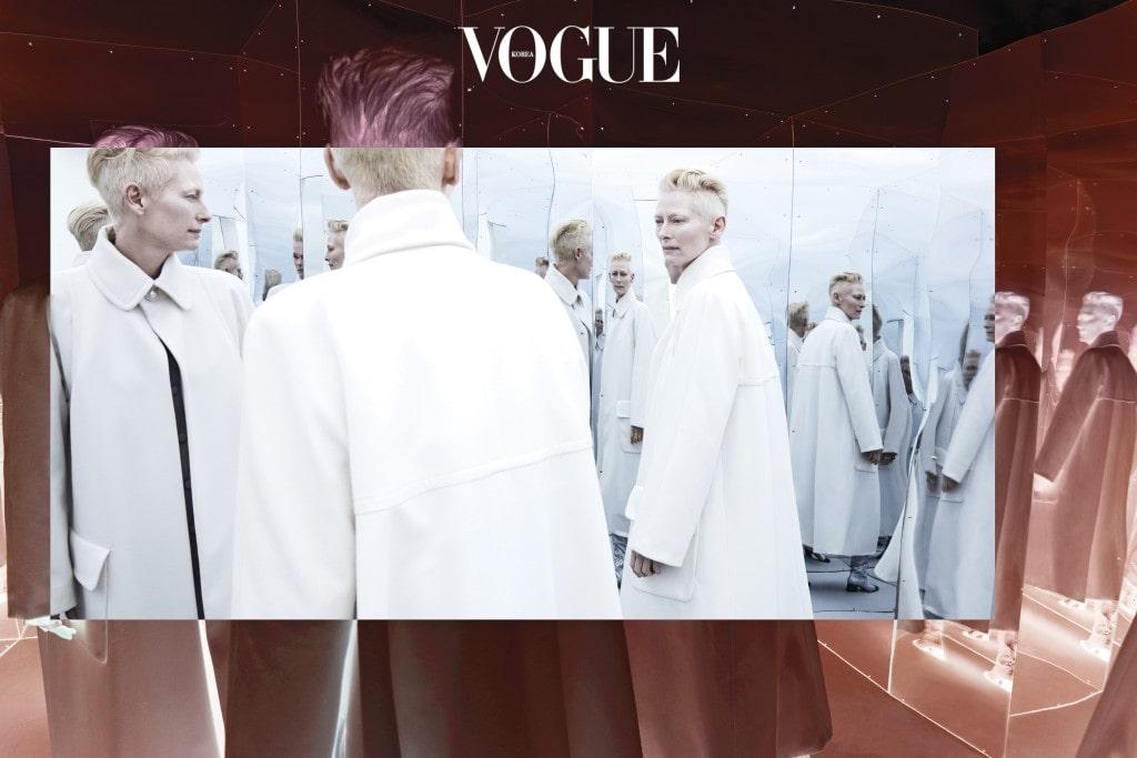 풍성한 A라인 코트의 클래식한 실루엣은 여배우 특유의 중성적인 카리스마와 잘 어울린다. 코트와 부츠는 샤넬(Chanel).
